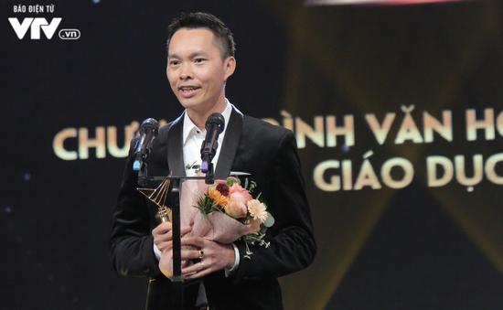 VTV Awards 2019: Ê-kíp chương trình Ký ức vui vẻ nghẹn ngào khi nhận giải Chương trình Văn hóa - Xã hội, Khoa học và Giáo dục ấn tượng