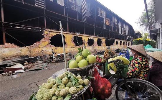 """Từ vụ cháy nhà máy Rạng Đông: Giật mình những """"quả bom nổ chậm"""" giữa khu dân cư"""