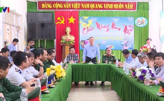 Thăm, chúc Tết cán bộ, chiến sĩ và nhân dân huyện Phú Quốc