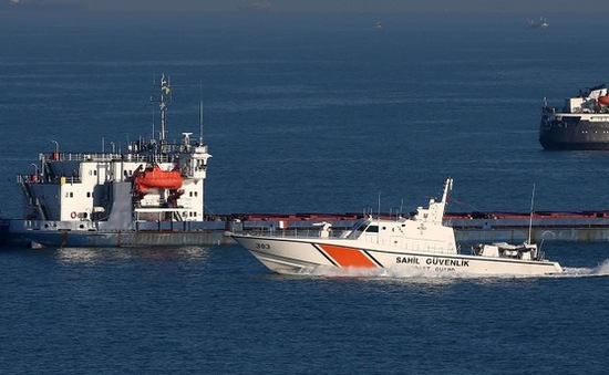 Tàu đánh cá Thổ Nhĩ Kỳ va chạm tàu chở dầu của Nga
