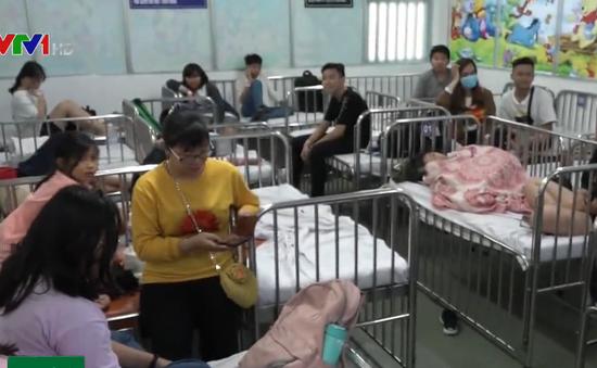 Hàng loạt học sinh nhập viện cấp cứu nghi ngộ độc thực phẩm