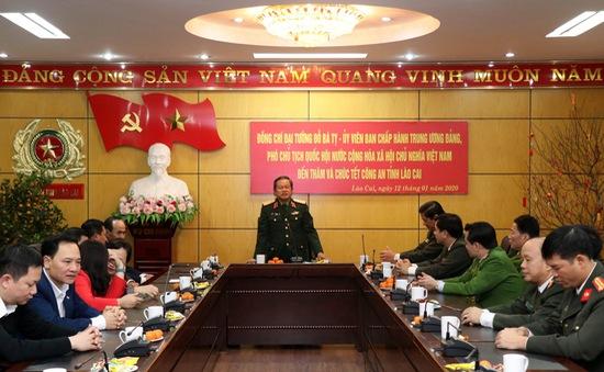 Phó Chủ tịch Quốc hội Đỗ Bá Tỵ thăm, chúc Tết tại tỉnh Lào Cai