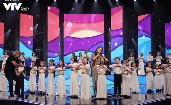 """Phương Vy hòa giọng cùng dàn thiên thần nhí trong """"Đón Tết cùng VTV 2020"""""""