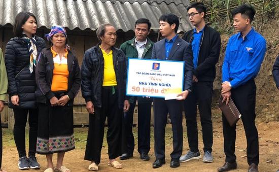 Trao tặng nhà cho đồng bào vùng lũ Mường Lát nhân dịp Tết Canh Tý 2020