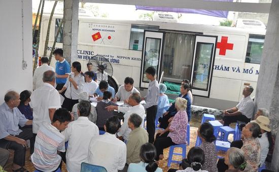 10.000 người được khám, tư vấn, phẫu thuật mắt miễn phí