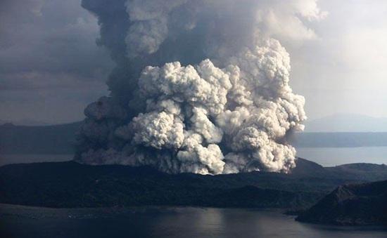Philippines cảnh báo núi lửa Taal có nguy cơ tiếp tục phun trào
