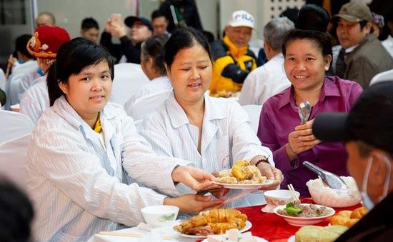 Bữa cơm tất niên ấm áp trong bệnh viện