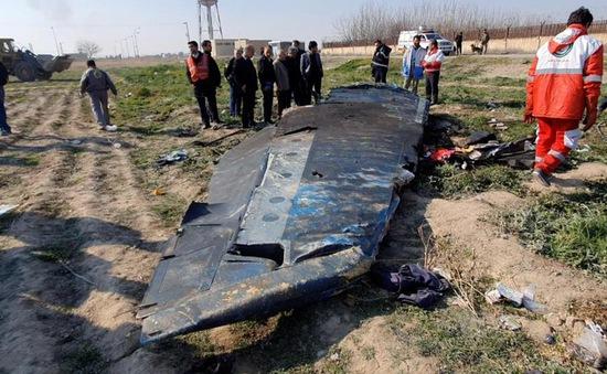 Iran tìm kiếm sự hỗ trợ để giải mã hộp đen máy bay rơi