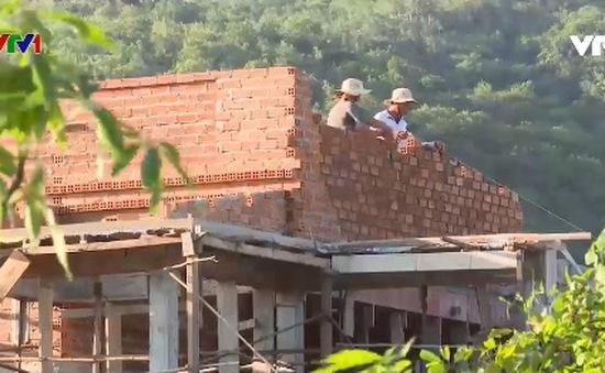 Hỗ trợ người dân nghèo xây nhà mới đón Tết