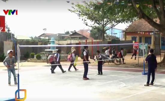 Triển khai đồng loạt xây dựng sân chơi và phủ xanh các trường tiểu học