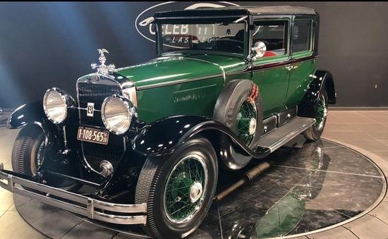 """Cadillac Bulletproof 1928 bọc thép của """"bố già"""", đấu giá tới 1 triệu USD"""