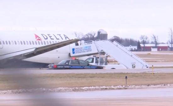 Máy bay Delta Air Lines trượt khỏi đường băng