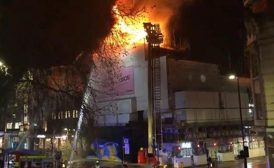 Cháy hộp đêm ở London, Anh