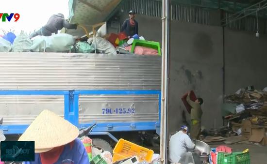 """Cơ sở thu mua phế liệu giữa phố - """"Bom lửa"""" trong khu dân cư tại Nha Trang"""