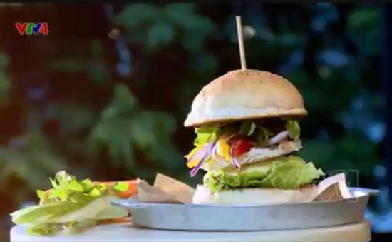 Bún chả Burger – Sự kết hợp ẩm thực độc đáo mới