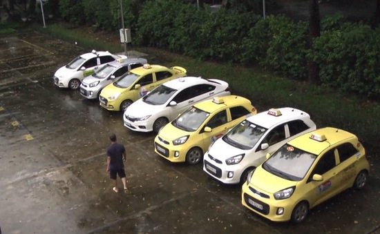 Bắt 7 tài xế taxi hỗn chiến tranh giành khách trước cổng bệnh viện