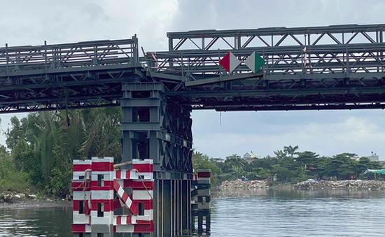 Cầu gần 80 tỷ đồng sắp thông xe lệch nhịp vì bị sà lan tông