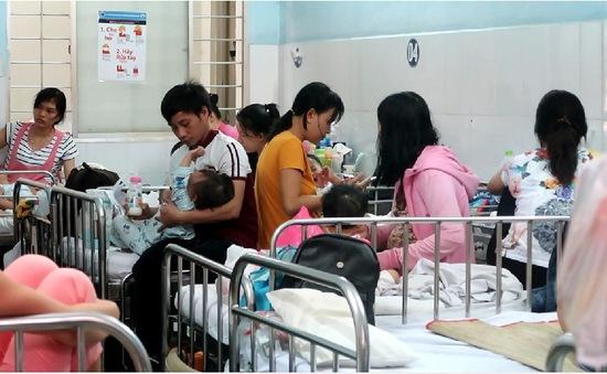 Nhiều bệnh viện tại TP.HCM hết thuốc điều trị tay chân miệng