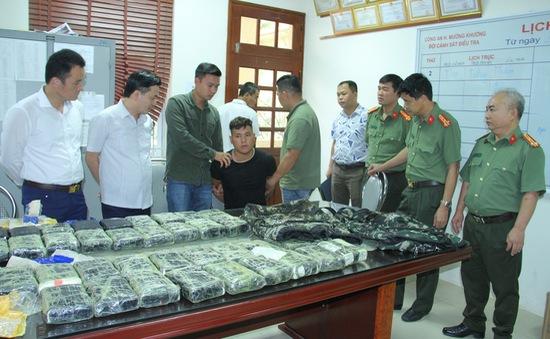 Bắt vụ vận chuyển 250.000 viên ma túy ở Lào Cai