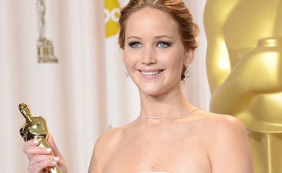 Jennifer Lawrence lần đầu chia sẻ về sự cố vấp ngã tại lễ trao giải Oscar