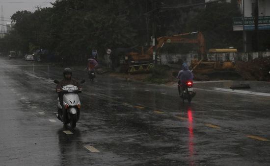 Áp thấp nhiệt đới gây mưa lớn diện rộng ở Trung Bộ và Nam Bộ