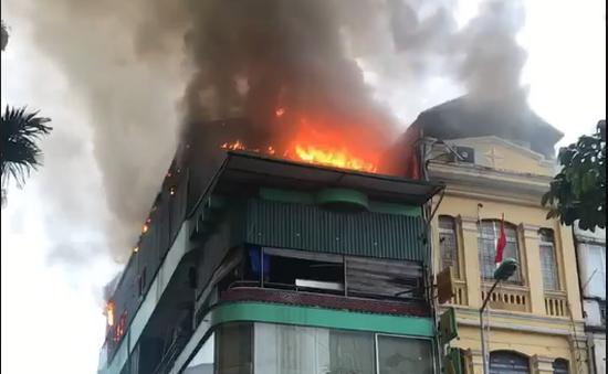 Cháy lớn tại nhà hàng hải sản trên phố Giang Văn Minh, Hà Nội