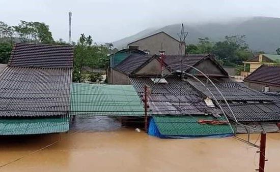 Nghệ An có nơi ngập đến tận nóc nhà