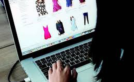 COVID-19 khiến người Việt mua sắm trực tuyến nhiều hơn