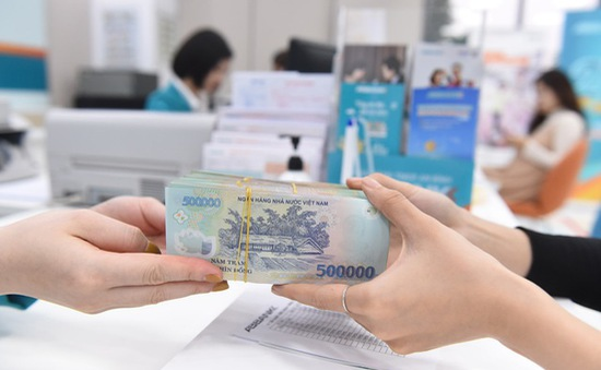 Giảm lãi suất cho khách hàng tại 10 tỉnh miền Trung bị ảnh hưởng lũ lụt