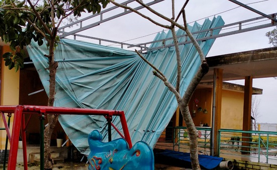 1.000 ngôi nhà, trường học ở TT-Huế bị tốc mái hoàn toàn do bão số 13