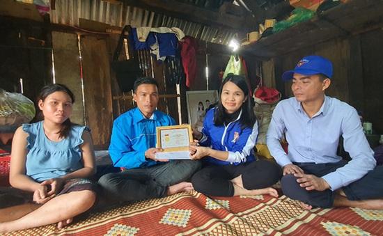 Nhận thưởng vì cứu người trong lũ dữ, thanh niên tặng lại cho 3 người được cứu