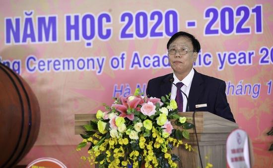 CĐ Quốc tế Hà Nội chung tay hướng về miền Trung, ủng hộ 200 chăn ấm và đồ dùng