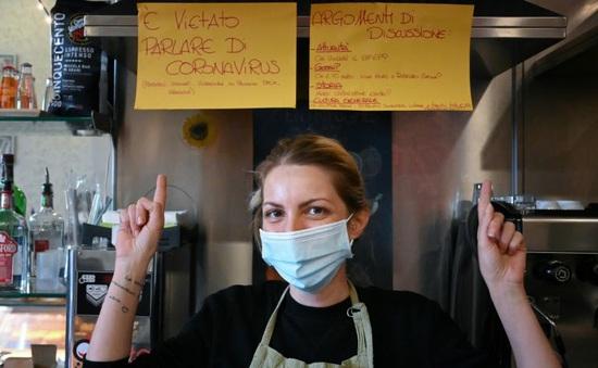 Kỳ lạ, quán bar cấm nói chuyện về COVID-19