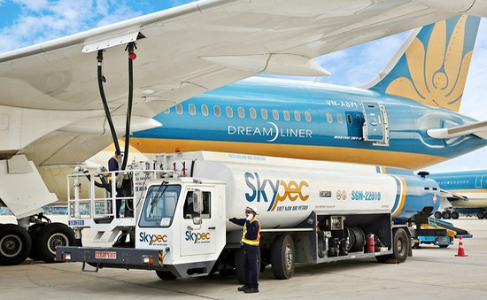Đề xuất giảm 30% thuế bảo vệ môi trường với nhiên liệu bay đến hết 2021