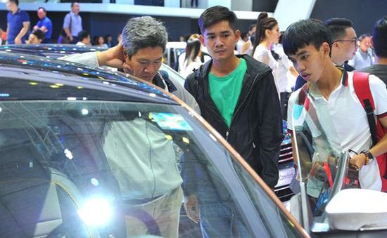 """Giá ô tô tại Việt Nam đang """"gánh"""" loại thuế, phí nào nhiều nhất?"""