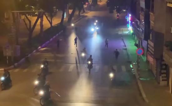Hà Nội: Triệu tập 6 đối tượng mang hung khí đuổi đánh nhau trên phố
