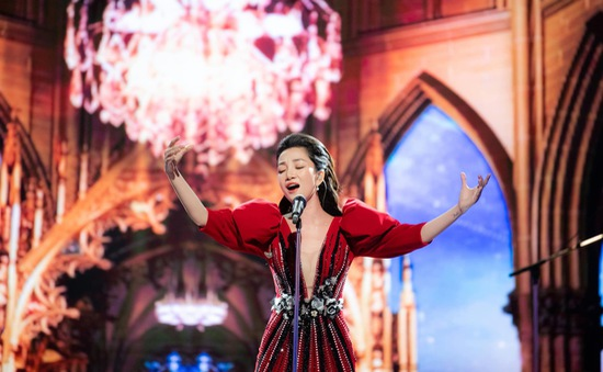 """Phạm Thu Hà tỏa sáng trong chương trình """"Không khoảng cách"""""""