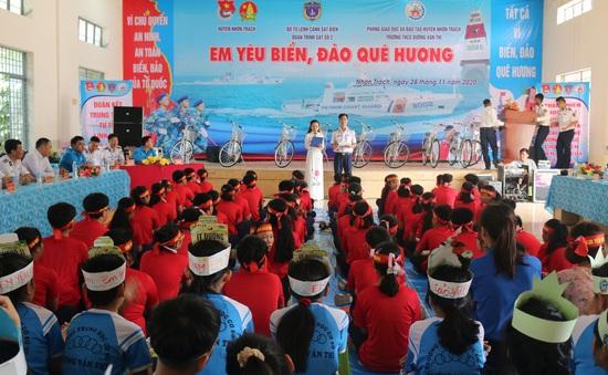 Thực hiện công tác dân vận gắn kết tình đoàn kết giữa nhân dân và lực lượng Cảnh sát biển