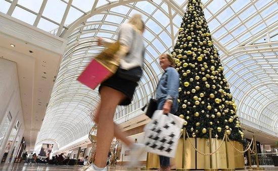 """Người châu Âu """"thắt lưng buộc bụng"""" mùa Noel"""