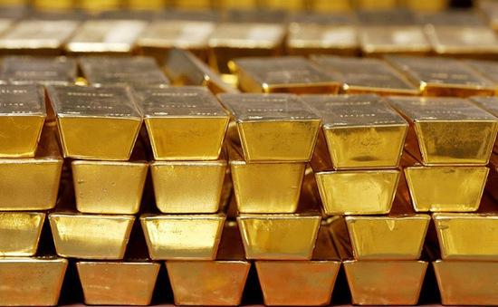 Giá vàng bật tăng trở lại khi số ca mắc COVID-19 gia tăng
