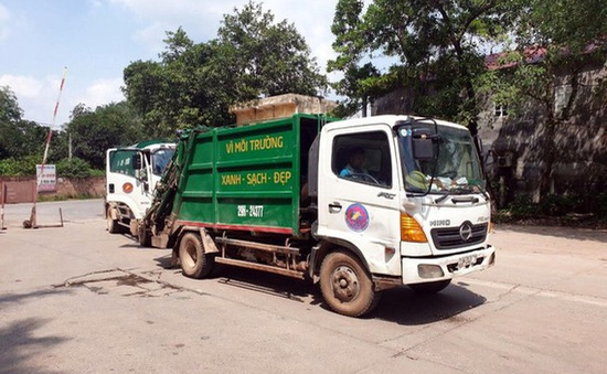 Xử lý nghiêm các xe chở rác gây mất vệ sinh và gây ùn tắc giao thông tại bãi rác Nam Sơn