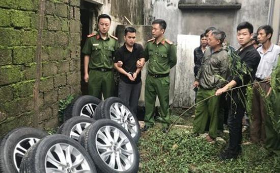 Mật phục trong đêm bắt đối tượng kê gạch, trộm bánh xe ô tô bán ra Hà Nội