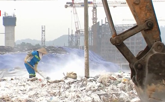 Vệ sinh môi trường khu liên hợp chất thải Nam Sơn, chặn đứng phát tán mùi ra khu dân cư