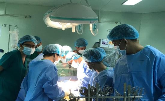 Phẫu thuật cùng lúc 3 van tim - 3 cầu nối mạch vành cho bệnh nhân mắc bệnh tim, phổi nặng