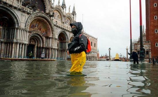"""Thành phố Venice lại """"thất thủ"""" trước triều cường vì... dự báo sai"""