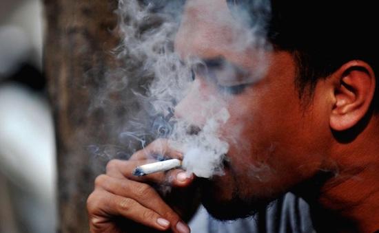 Có thật hút thuốc lá khó lây nhiễm COVID-19 hơn?