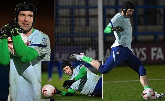 Màn tái xuất đáng quên của Petr Cech trong màu áo Chelsea