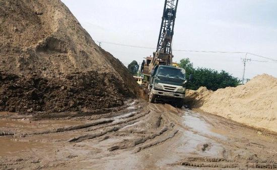 """Bến bãi vật liệu xây dựng không phép: Dân phải """"bán xới"""", chính quyền ở đâu?"""