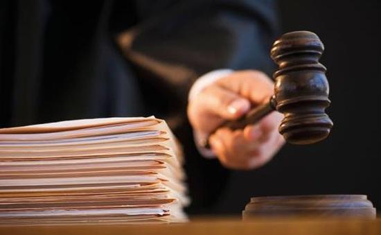 Truy tố đối tượng lừa xin việc cho người nhà cảnh sát khu vực