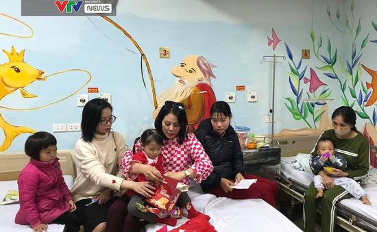 Noel đến sớm với bệnh nhi tim bẩm sinh tại Bệnh viện Tim Hà Nội